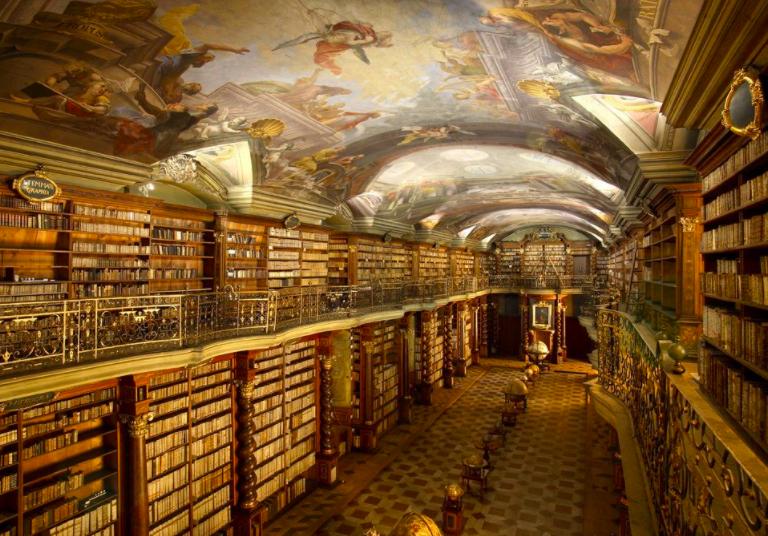 Samaya krasivaya biblioteka v mire nakhoditsya v Prage, Cheshskaya Respublika